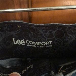 Lee Comfort Shorts - Lee Comfort Jeans Shorts. Size 10. EUC!! Details!!